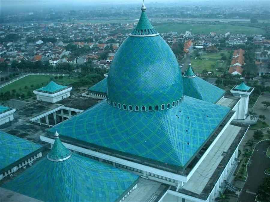 Hangout Terbaru dan Islami-Kubah-Masjid-Al-Akbar-Surab